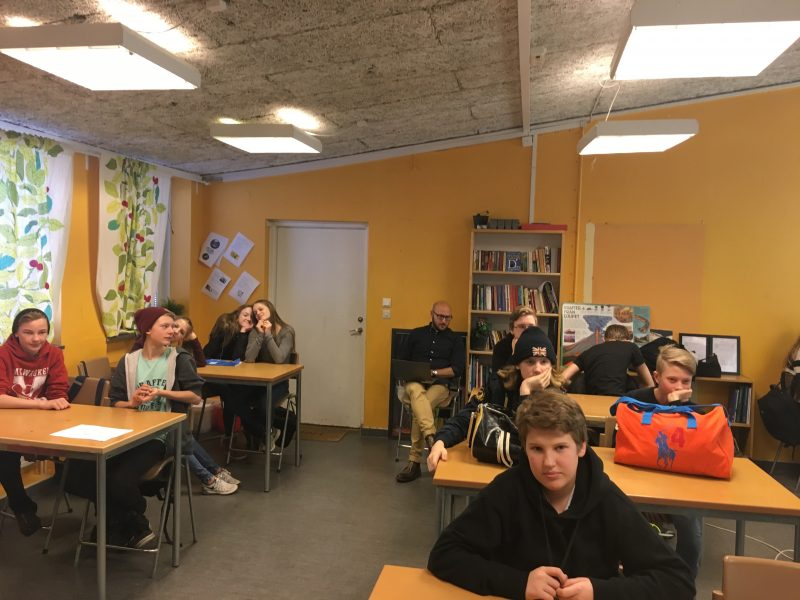 På besök med Dialogforum Tullinge hos årskurs 7 på Falkbergsskolan den 22 februari 2016