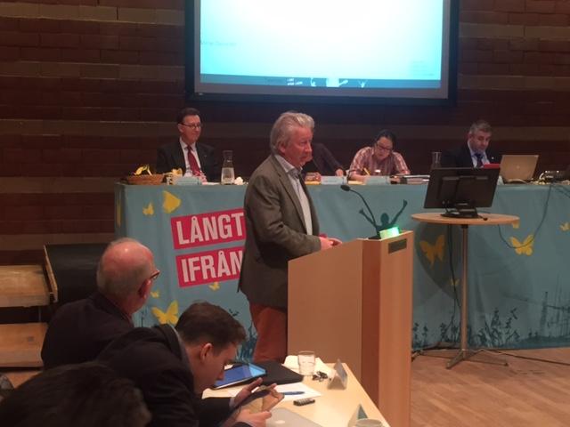 Tullingepartiets gruppledare, Anders Thorén, argumenterar för att begravningsverksamheten ska stanna inom kyrkan.